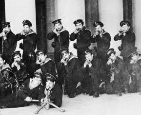 [Imagen: kronstadt-sailors.jpg?w=416&h=344]