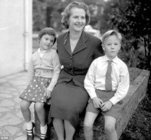 Margaret Thatcher con sus hijos