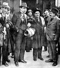 Mauro Bajatierra (primero por la derecha) al llegar a Madrid, con Salvador Seguí (con maletín) y otros anarcosindicalistas catalanes, para realizar una gira propagandística (primeros días de octubre de 1919)
