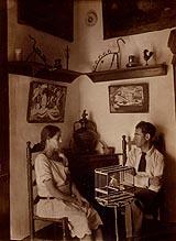 18-Conchita Monrás y Acín en su casa. Foto Compairé, 1927-29
