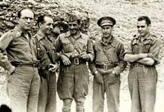 Mandos del XII Cuerpo de Ejército con el comandante de la 25º División García Vivancos (al centro) durante la toma de Belchite (06-09-1937)
