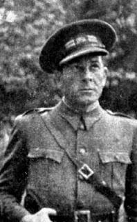 Vivancos vistiendo el uniforme de teniente coronel del Ejército de la República Española