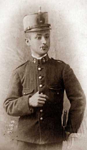 Manuel Buenacasa durante el servicio militar (1909)