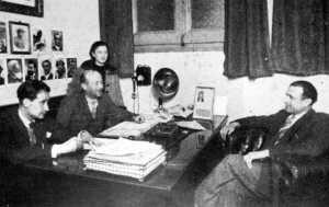 Manuel Buenacasa en su despacho de la Escuela de Militantes (comienzos de 1938)