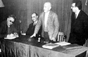 Manuel Buenacasa en una conferencia con compañeros españoles (Lyon, 1963)