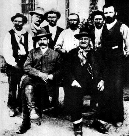 Giovanni Rossi (derecho primero por la derecha) y algunos miembros de la Cooperativa de la Ciudadela