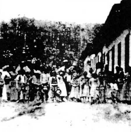 Miembros de la Colonia Cecilia