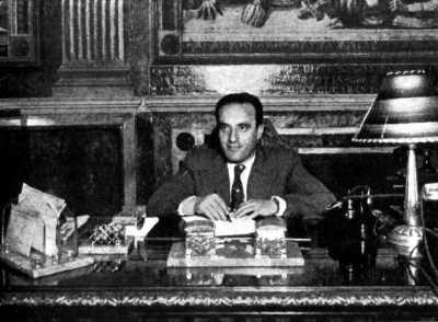 Aurelio Fernández en su despacho de la Consejería de Salud y Asistencia Social (1937)