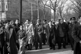 Manuel González Marín junto al general José Miaja y otras autoridades (marzo de 1939
