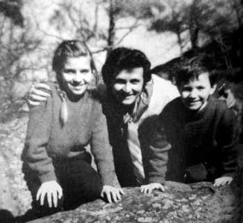 Gilian Berneri con sus hijos Franck y Hélène (ca. 1959)