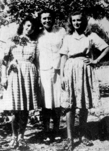 Giovanna Berneri, en el centro, con sus hijas Gilian Berneri, a su izquierda, y María Luisa (ca. 1936)
