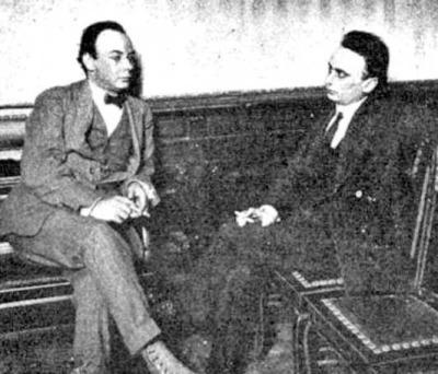 Tito L. Foppa (derecha) con José González Castillo en la sede de la SAADL (Buenos Aires, 1917)