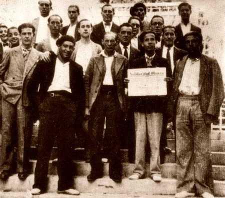 Domingo Germinal, en el centro de la foto, con un grupo de compañeros en Valencia (años treinta)