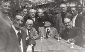 Roma 1954: Armando Borghi y otros camaradas romanos mayores se reunieron para celebrar el octogésimo cumpleaños del compañero Giovanni Forbicini (nativo de Castelbolognese). Forbicini está en el centro indicado con el número 1.
