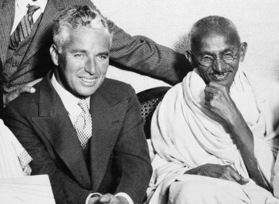 Charles Chaplin conMahatma Gandhi.