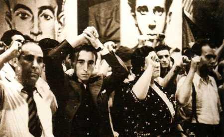 De izquierda a derecha: Francisco Isgleas Piarnau, Ramón Liarte Vivo, Federica Montseny Mañé y Joaquín Cortes Olivares (Teatro Olympia, 21 de julio de 1936). Todos puño en alto, salvo Liarte que hace el saludo libertaria