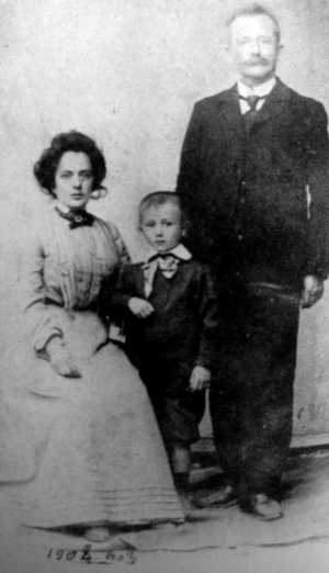 Adalgisa Foch con su marido Stefano Berneri y su hijo Camillo (ca. 1902)