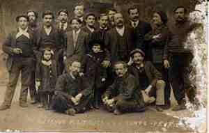 Prisión 'La Santé' en París. el tercero a la derecha es Humbert. Los nombres del reverso son las otras personas mencionadas