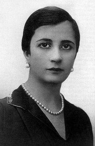 Salvadora Medina Onrubia (Vida y obra)